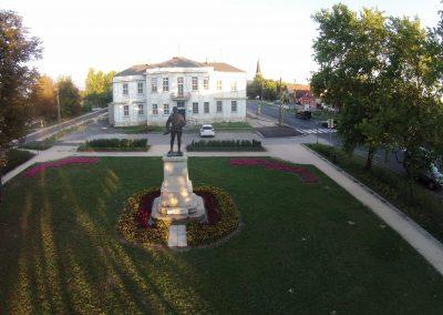 Tatabánya - Bánhidai szoborpark 1. világháborús és trianon emlékmű - a fegyveres katona. A felvételt a Vértesnet készítette. Tatabánya szépségei sorozat.